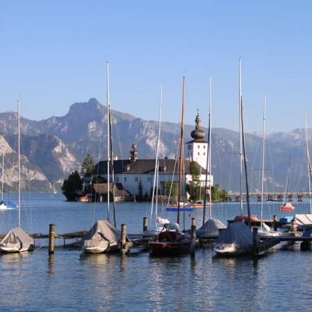 Discover the stunning lake Traunsee on our Austria cycling holiday